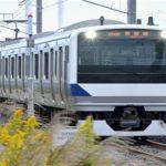 【衝撃】電車の中で25歳女性が女児出産! 乗客に励まされ…
