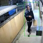 アマゾン配達員 驚きの行動 顔画像バッチリ  防犯カメラは見ていた!